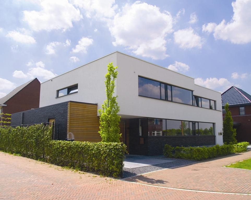 Twee moderne woningen te gemert for Moderne laagbouw woningen